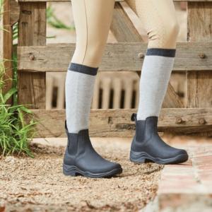 Venturer RS III Boots - Ladies black worn (1)